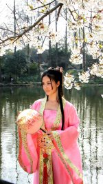 Classical Chinese girl