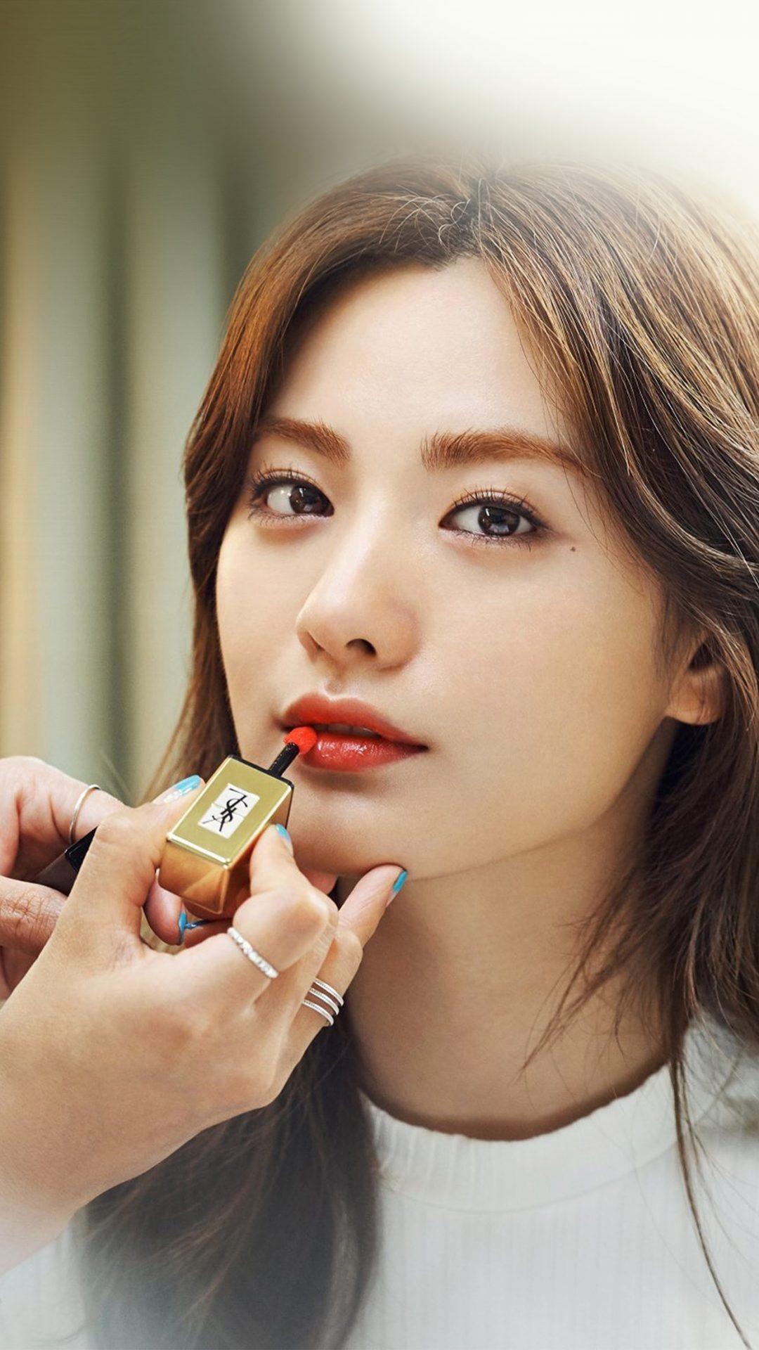 Nana Kpop Girl Lips Red