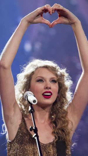 "Singer Taylor Swift performs her song ""Mine"", as she kicks off her Speak Now North American tour in Omaha, Neb., Friday, May 27, 2011.  (AP Photo/Nati Harnik)"