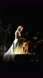 Ylor Swift Piano Concert Woman Music