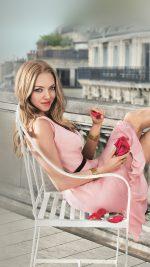 Amanda Seyfried Pink Celebrity