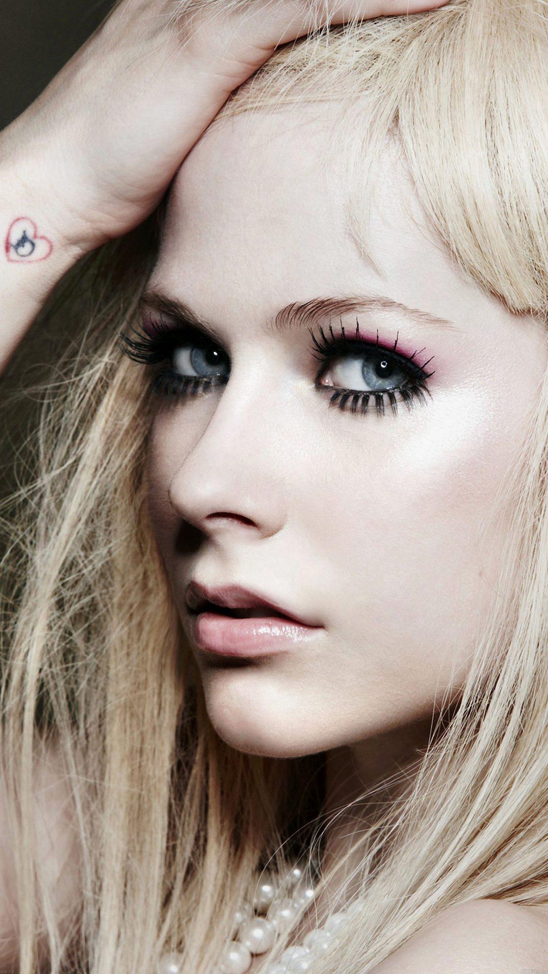 Avril Lavigne Singer Songwriter