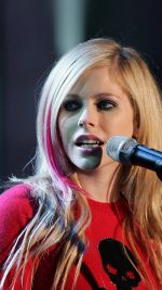 BASEL, SWITZERLAND - OCTOBER 6:  Singer Avril Lavigne performs during the live broadcast of German tv show 'Wetten, dass...?' October 6, 2007 in Basel, Switzerland.  (Photo by Ralph Orlowski/Getty Images) *** Local Caption *** Avril Lavigne
