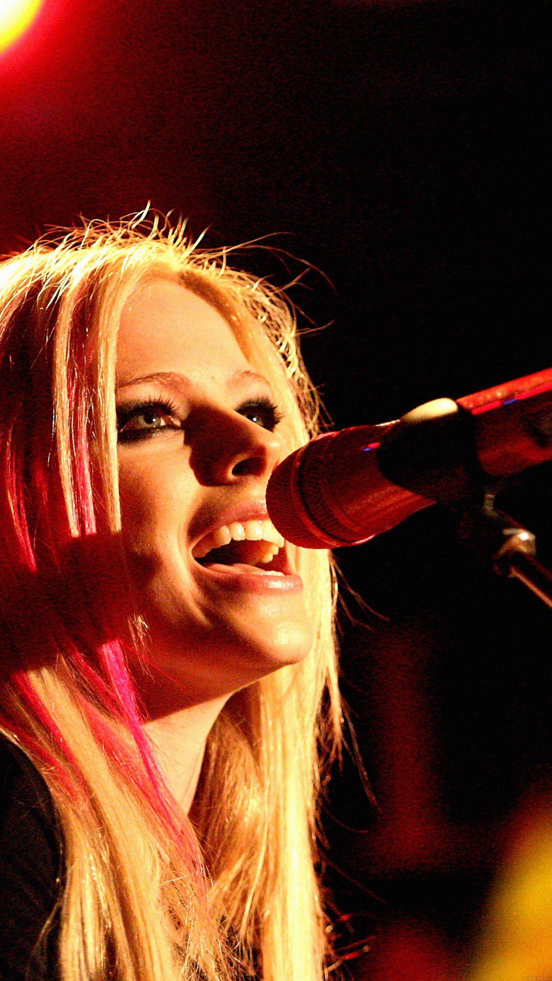 Wallpaper Avril Lavigne Sing Concert