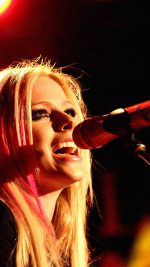 Wallpaper Avril Lavigne Sing Concert