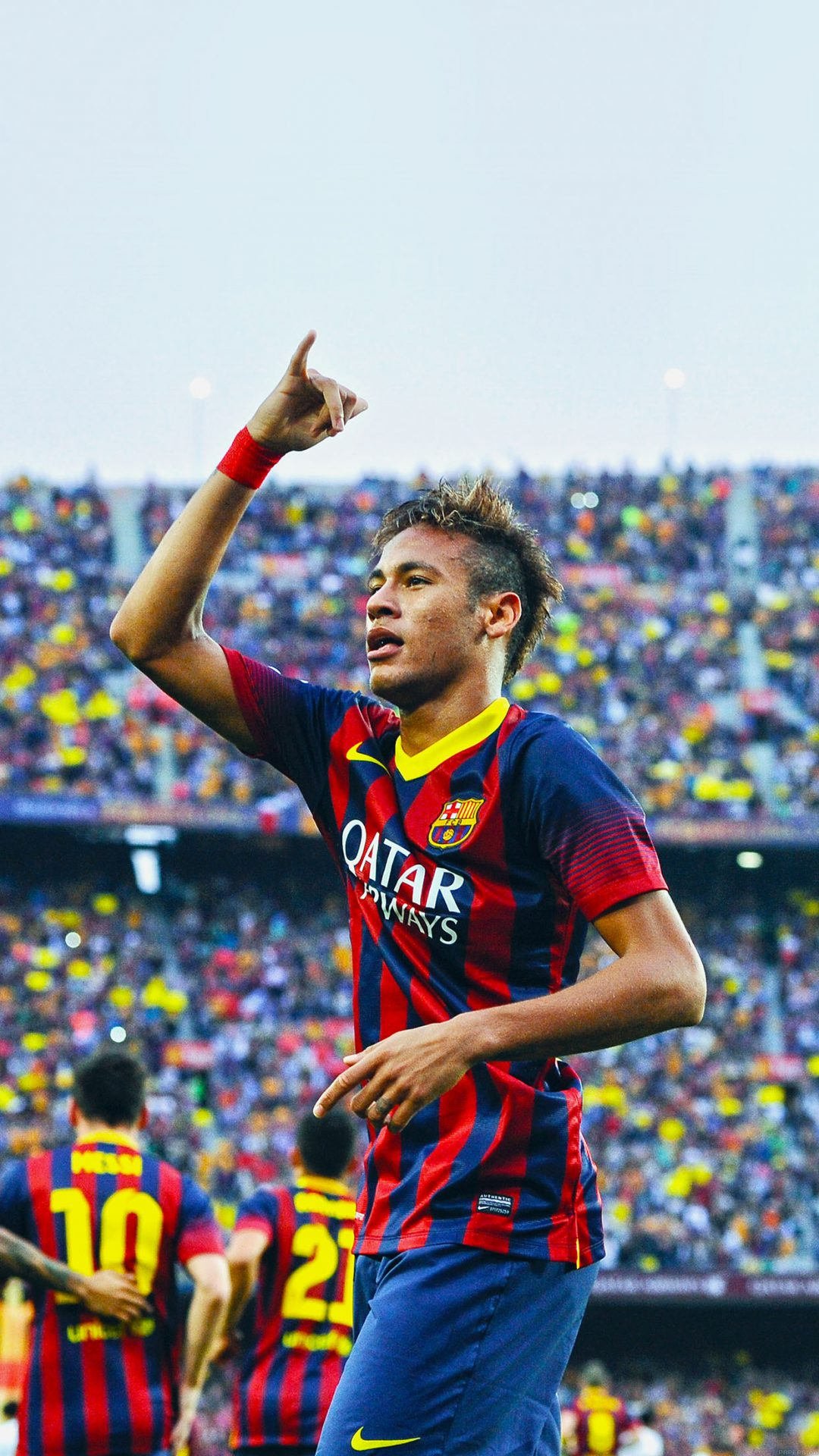 BARCELONA, SPAIN - OCTOBER 26:  Neymar of FC Barcelona celebrates after scoring the opening goal during the La Liga match between FC Barcelona and Real Madrid CF at Camp Nou on October 26, 2013 in Barcelona, Spain.  (Photo by David Ramos/Getty Images)